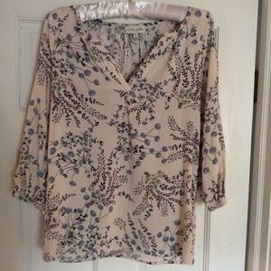 2/$14⭐️Lucy and Laurel Blush Floral Blouse